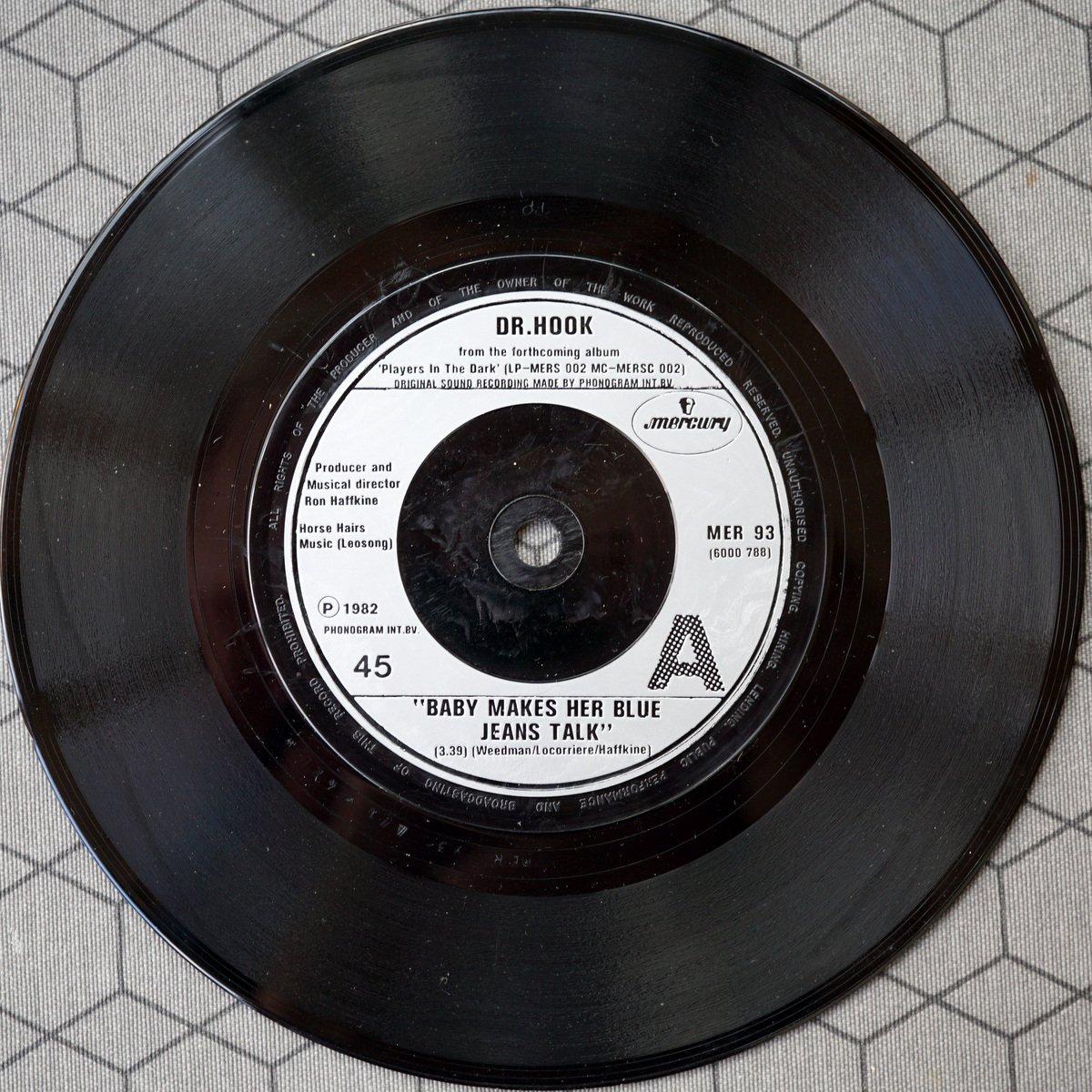 S PD A1 - MER 93 - Baby Let Her Blue Jeans Talk - 1982 - UK - 3